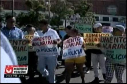 ¨ Marcha por una policía digna ¨… protesto frente al Senado donde depositarón su petición de aumento salarial