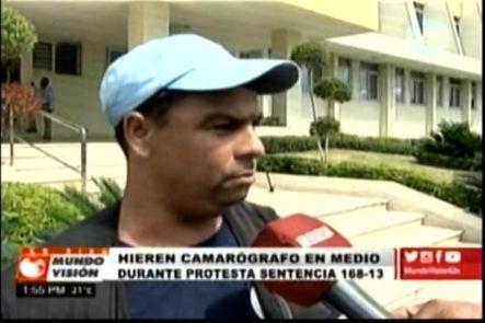 Camarógrafo de RNN Fue agredido por un hombre que se hizo pasar por Coronel durante protesta frente al tribunal constitucional