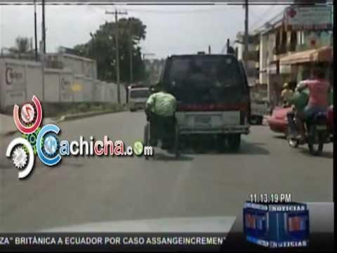 Solo Aqui En El País De Las Maravillas, Peligro Público En Silla De Ruedas.#Video