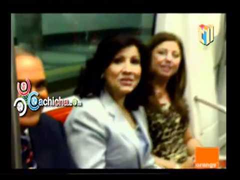 Primera Dama Andando En El Metro