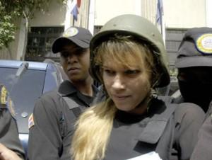 Mary Peláez se rehúsa a hablar en entrevista en la Procuraduría