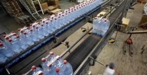 Un pueblo de Estados Unidos prohíbe las botellas de plástico