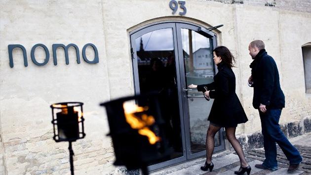 Noma, el mejor restaurante del mundo, intoxica a 63 personas  Texto completo en: http://actualidad.rt.com/sociedad/view/88571-restaurante-noma-infeccion-escandalo-copenhague