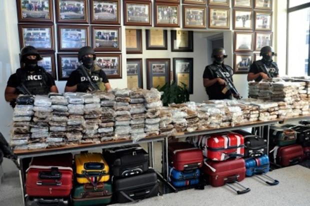 El cargamento de 682 paquetes de cocaína fue presentado ayer en la sede de la DNCD