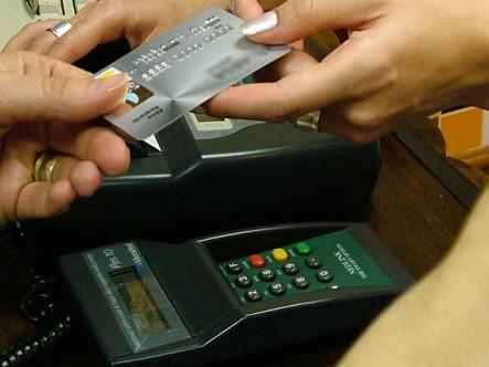 Las compras con tarjetas de crédito tendrán un recargo en los Estados Unidos