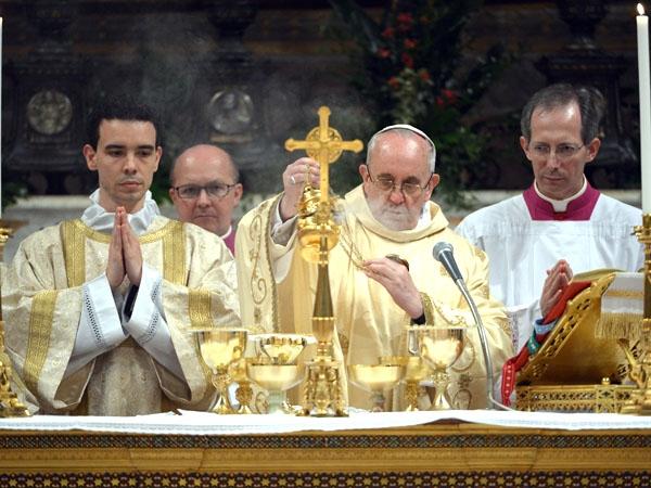 El Vaticano negó vínculos de Bergoglio con la dictadura argentina