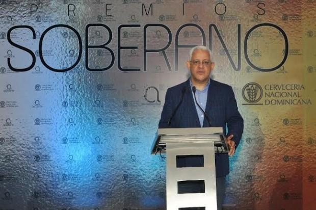 José Antonio Aybar, presidente de Acroarte, durante el anuncio de los nominados al premios Soberano 2014.