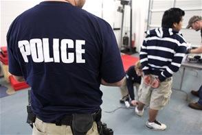 """Operación """"Dark Knight"""". Hubo 13 arrestos criminales, 44 administrativos y 11 víctimas rescatadas."""