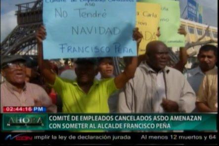 El Comité De Empleados Cancelados  De La Alcaldía SDO,  Protesta Frente A La Torre Eiffel