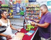 Miles de productos variaron ayer sus precios.