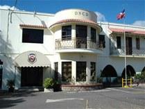 DNCD expulsa a cinco agentes por supuestamente pedirle 600 mil pesos a una pareja para liberarlos