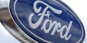 Ford llamará a revisión a más de 380,000 vehículos por dos defectos