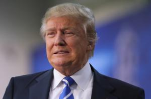 Acusan a Trump de haber hecho negocios con empresas controladas por la mafia