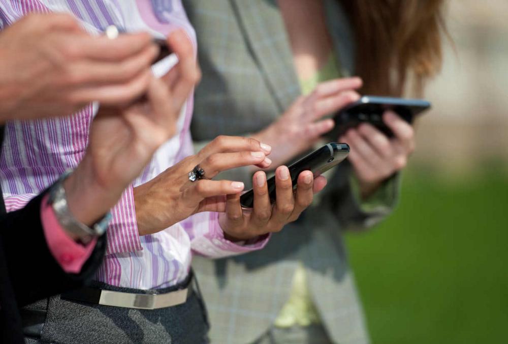 El celular pasó a ser principal medio de acceso a internet para brasileños