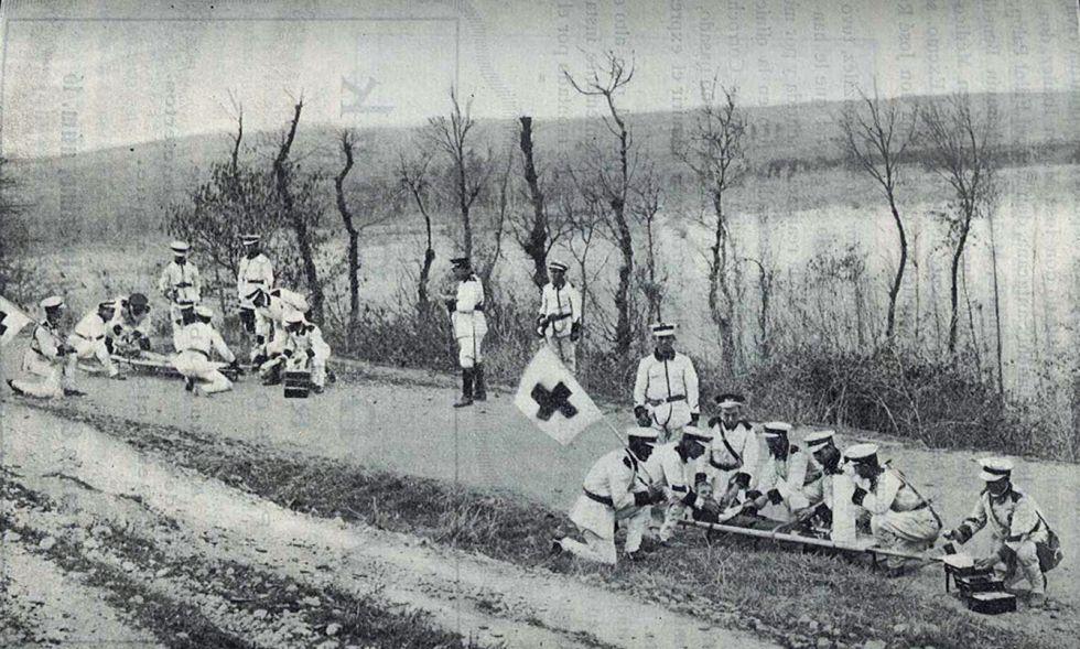 Equipo de ambulancia de Cruz Roja en Termens (Lleida), en 1929.