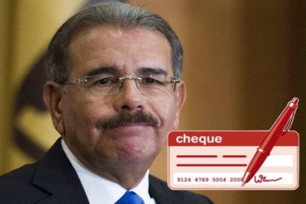 Emplazan A Danilo Medina Enseñar Cheque Pagados A João Santana