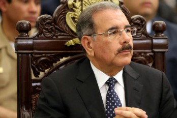 Danilo Asiste A Funeraria A Ofrecer Condolencias Al Director Del INDRHI
