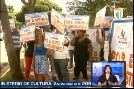 Decenas De Personas Reclamaron Frente A La PCMM El Respeto De La Institucionalidad Con Relación a la Escogencia De Los Nuevos Miembros De La JCE