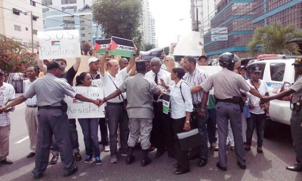 Dominicanos Protestan A Palestina