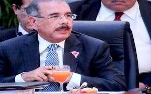 Durante-la-II-Cumbre-ALBA-TCP-de-PETROCARIBE-el-presidente-DMedina-dirigio-unas-breves-palabras-300x187