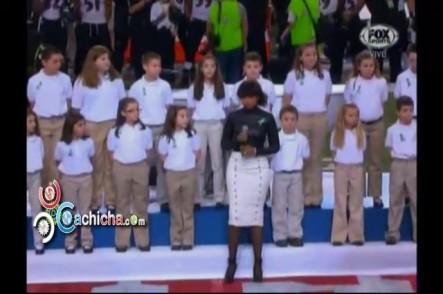 El Coro De Niños De Sandy Hook Cantando En El Super Bowl Con Jennifer Hudson