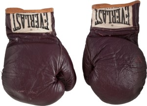 """Los guantes de boxeo de Mohamed Ali usados en el """"Combate del Siglo"""" irán a subasta"""