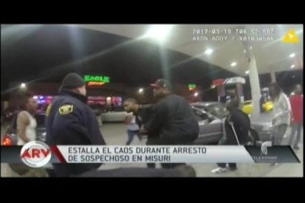 Policías Intentaron Arrestar A Hombre Pero Una Multitud Los Rodeo Y Se Armó Un Caos