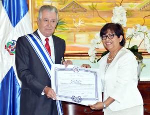 Gobierno dominicano condecora saliente embajador de Uruguay