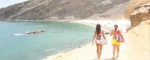 Golpean y atracan turista en playa de Barahona