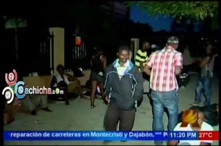 Haitianos Que Realizan Vigilia Frente A La Secretaría De Trabajo Salen A Pedir Para Poder Comer #NoticiaSIN #Video
