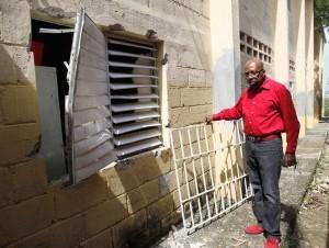 Ladrones saquean escuela de Haina
