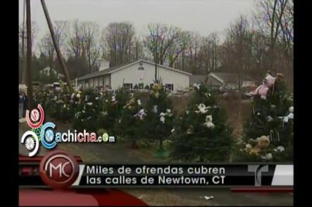 Miles De Ofrendas Cubren Las Calles De Newtown, Connecticut en memoria a victimas de Masacre en La Escuela  #Video