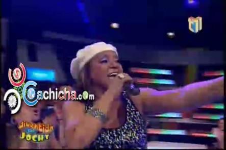 @Milly_quezada Cantando En @Divertidojochy #Vídeo