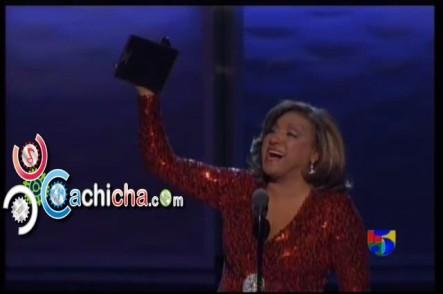 Milly Quezada Recibiendo Su Latin Grammy #LatinGrammy 2012 #Vídeo