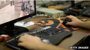 Muchos padres se preocupan por la cantidad de tiempo que sus hijos pasan jugando videojuegos.
