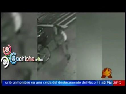 Mujer Empuja A Un Hombre A La Vía Del Tren Cámara De Seguridad La Capta #NoticiaSIN #Video