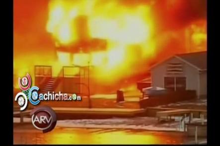 Otra Masacre En Nochebuena, Hombre Le Entra A Tiros A Bomberos Que Intentaban Apagar incendio en casas #Video