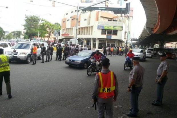Polic As Impiden Que Ca Eros Marchen Hasta Interior Y