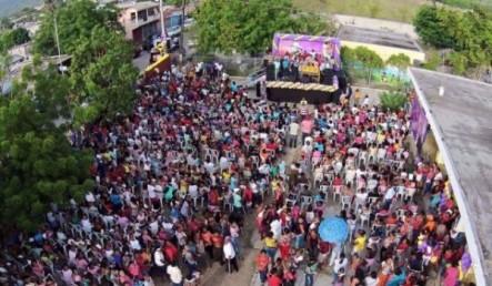 Tommy Galán Entrega Regalos A Cientos De Madres En San Cristóbal
