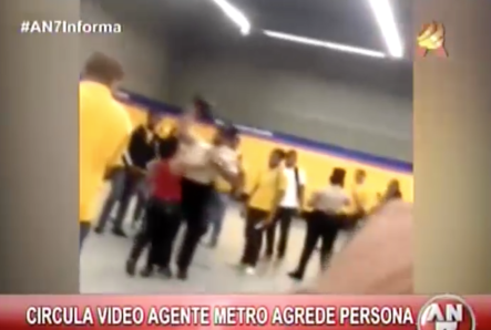 Circula Video En Las Redes De Agente Del Metro Agrediendo Una Mujer #Video