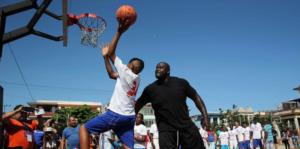 Shaquille O'Neal ofrece su primer taller de baloncesto a jóvenes cubanos