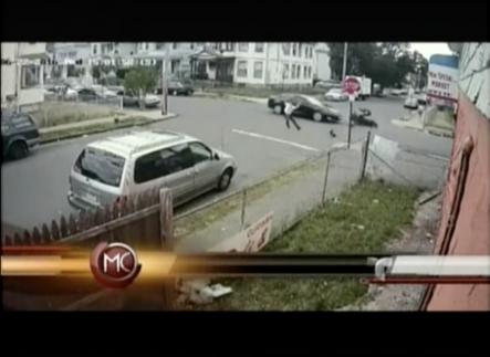 Un Joven Sufre Un Tremendo Accidente Tras Chocar Con Un Vehículo; Y Vive Para Contarlo