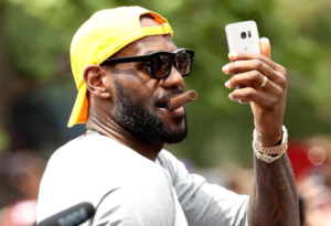 Cien millones en tres años: nuevo contrato récord para LeBron