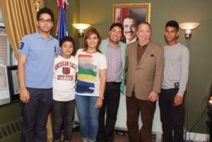 """Cónsul de RD en NY resalta méritos de """"El Pacha"""" en las comunicaciones"""