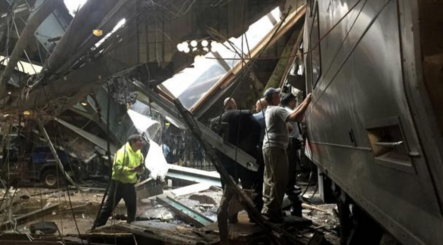 Un tren se estrelló contra una plataforma en una estación de Nueva Jersey: hay al menos 100 heridos