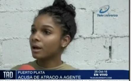 Esta mujer cuenta como un policía de CESTUR la atracó en Puerto Plata
