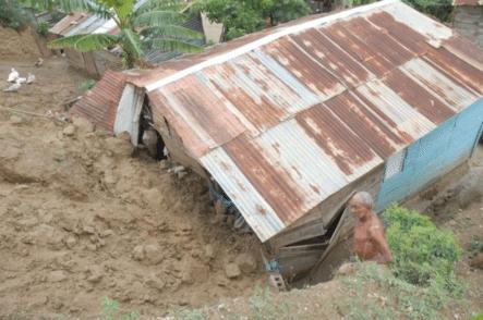 Mueren Tres Personas Al Caer árbol A La Casa Donde Dormían En Salcedo