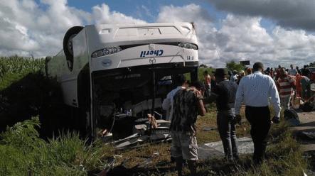 Al Menos Diez Turistas Heridos Al Accidentarse Autobús En La Autovía El Coral