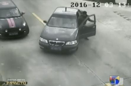 Un Chino Casi Se Muere Ahogado Al Conducir De Mala Manera Su Vehículo