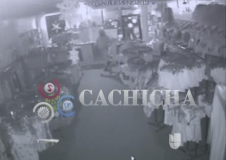 Captan A Un Ladrón Que Entró A Robar En Una Tienda De Ropas